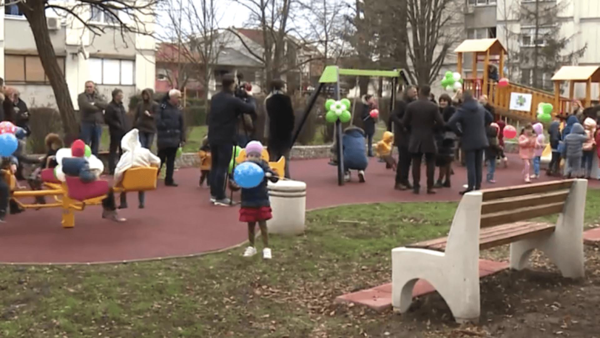 Otvoreno igralište u naselju Borik: Donacija za ljepše djetinjstvo (VIDEO)